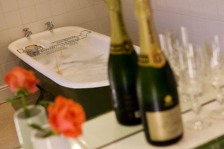 romantic breaks, champagne showers, stay in yorkshire, yorkshire breaks