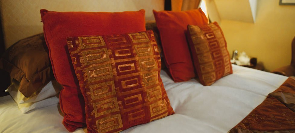 Pillows on a bed at The West Arms, Llanarmon Dyffryn-Ceiriog