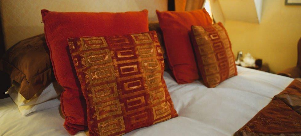 Pillows on a bed at The West Arms, Llanarmon Dyffryn-Ceiriog