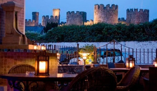 Al fresco dining at The Castle Hotel, Conwy