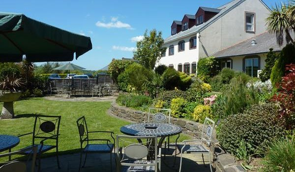 Al fresco dining at Wolfscastle Country Hotel