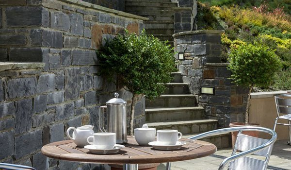 Al fresco dining at Y Talbot